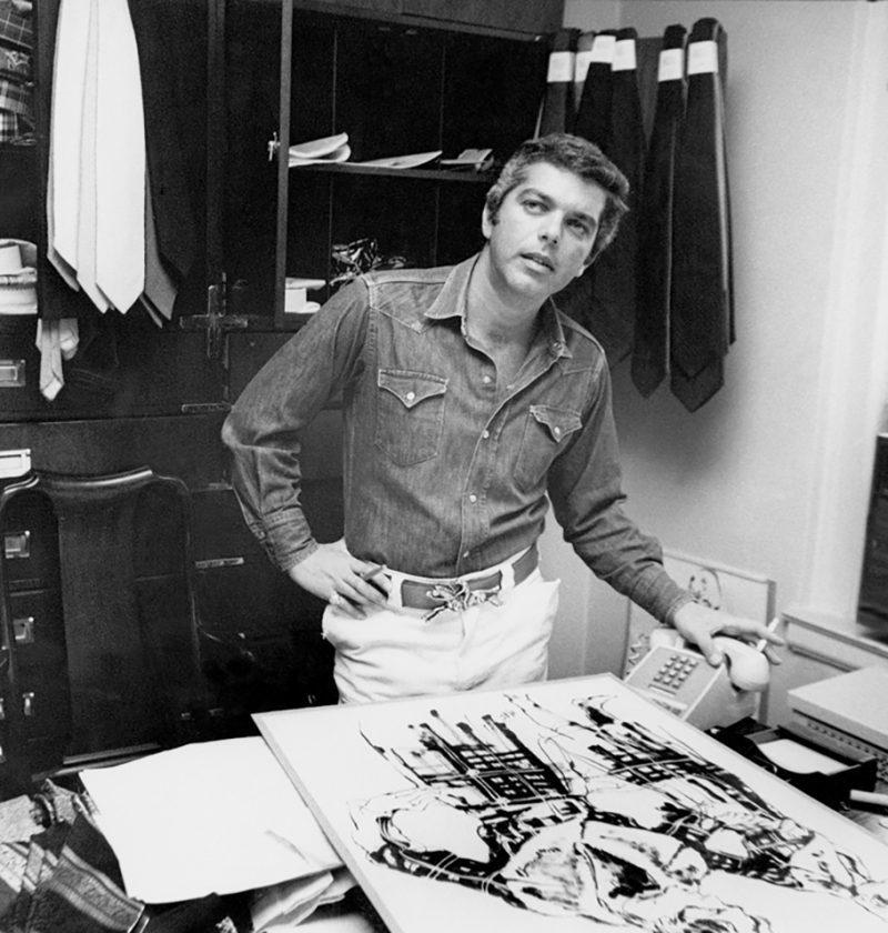 Dizionario della Moda Mame: Ralph Lauren. Lo stilista nel suo ufficio, 1978.