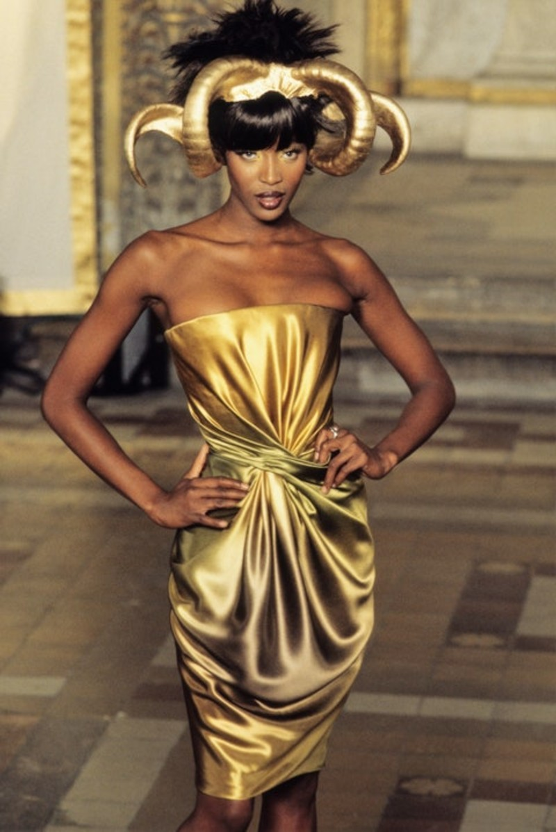 Naomi Campbell per Givenchy by Alexander McQueen, 1997